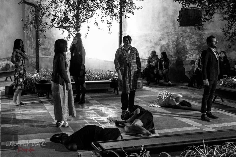 """Foto della prima scena """"Il teatro che fa il suo dovere!"""" - a Catania"""